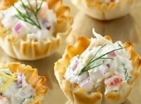 Корзиночки с салатом из крабовых палочек
