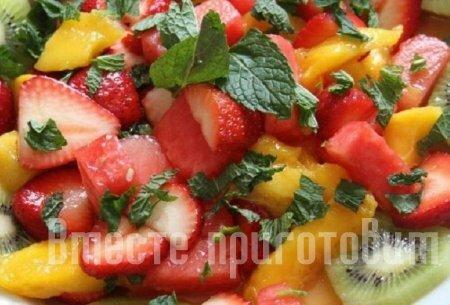 Салат фруктовое изобилие