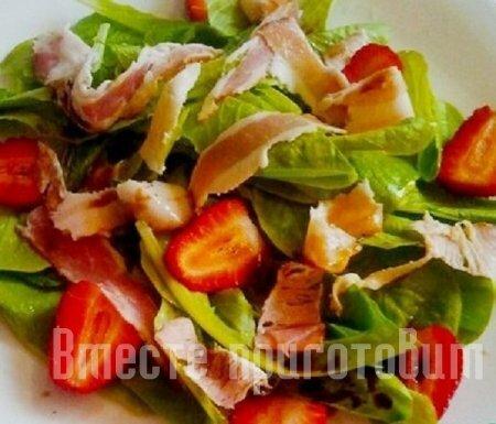 Салат клубничный