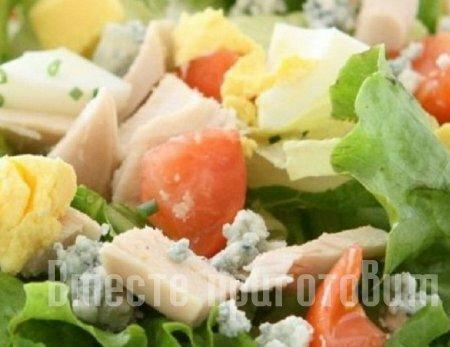Салат из тунца с сыром плесневым