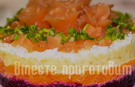 Салат слоёный со свеклой и красной рыбкой