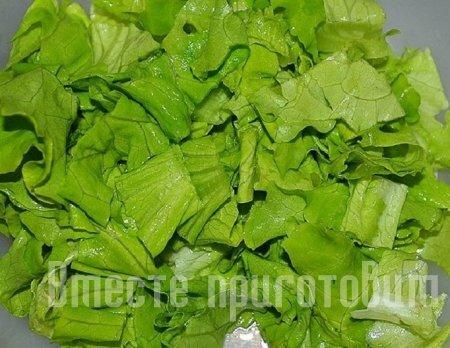 Салат с сыром моцарелла и яйцами